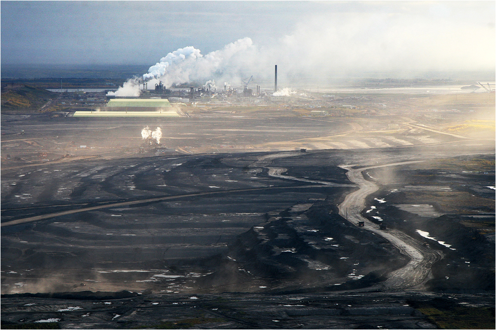 canadian oil sands The sky in fort mcmurray, alberta, was gray with smoke the ground beneath was glowing red with fire like everyone else, cassie white, a 19-year-old resident of the canadian oil-sands town, was .