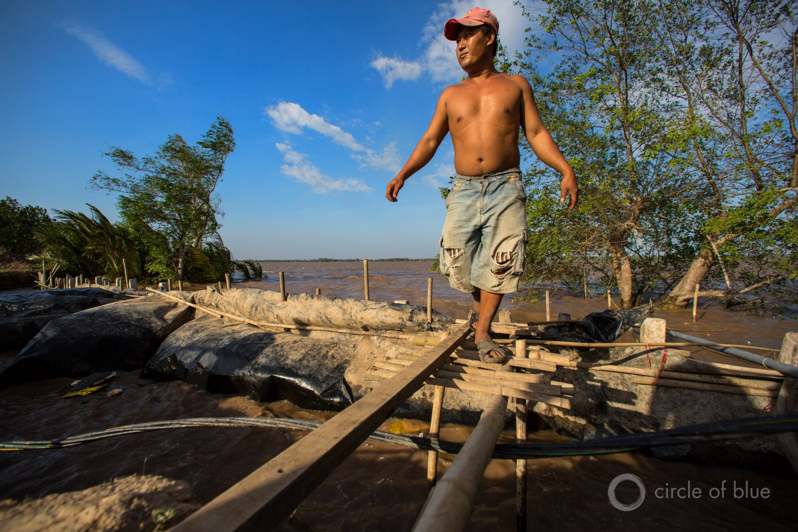 Mekong River floodwaters force Vietnamese farmers to erect barricades to protect their fields. From 1980 to 2014, 41 percent of all the economic losses globally, and 27 percent of the fatalities, were from one source: flooding rivers. Photo © J. Carl Ganter / Circle of Blue