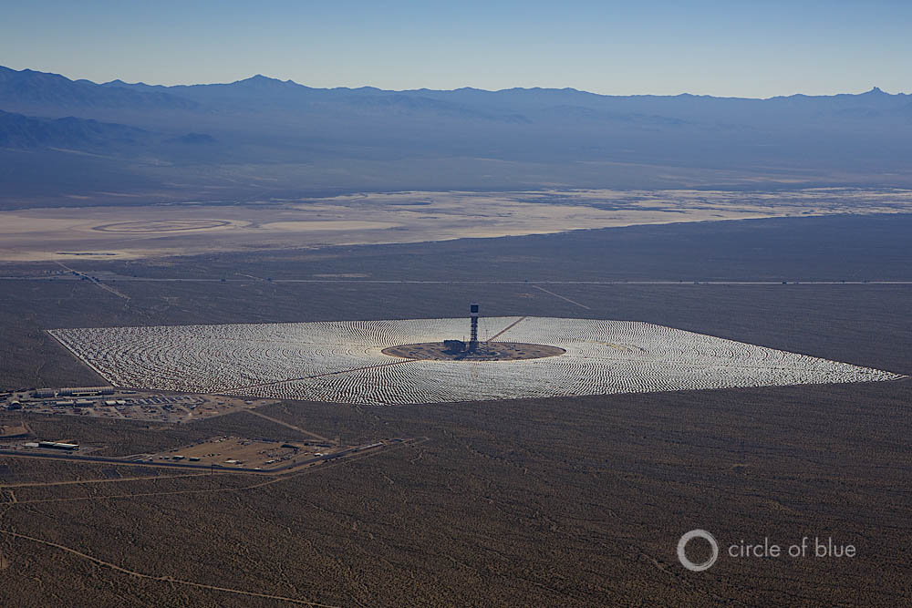In 2015, for the first time ever, solar and wind plants produced more new electrical generating capacity than any other form of energy. Here the 392-megawatt Ivanpah Solar Electric Generating System in California. Photo © J. Carl Ganter / Circle of Blue