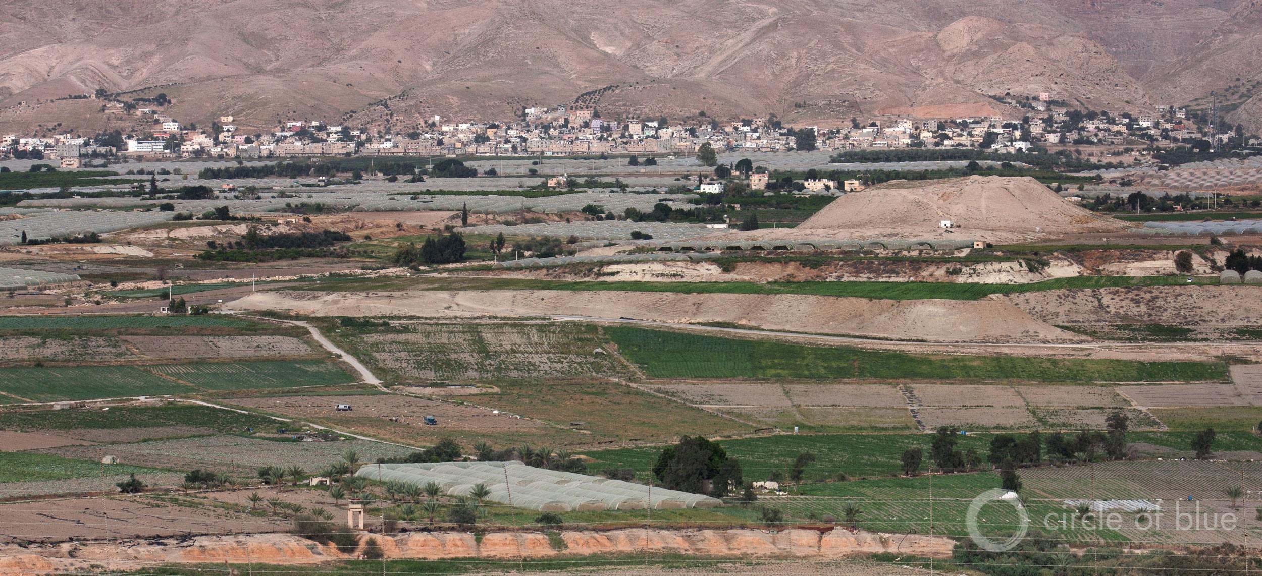 Farm fields spread across the lower Jordan River Valley. Photo © Brett Walton / Circle of Blue