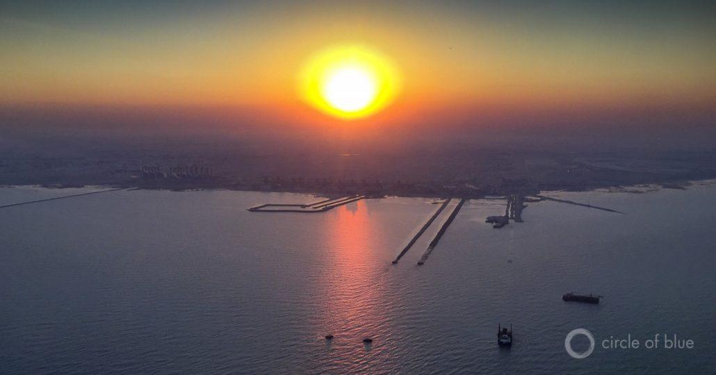 拉斯阿布·努塔斯卡拉马水海水淡化站。操作八个主要海水淡化厂的卡塔尔对该技术非常有信心,无论能源消耗如何,它正在准备在多哈的阿拉伯海湾岸边的Ras阿布福纳斯水厂建造第九MSFE安装。 ©J. Carl Ganter / CircleOfBlue.org