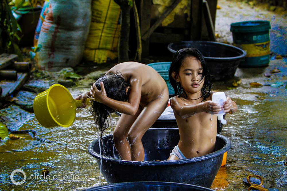Manila Philippines slum squatter village poverty WASH water sanitation hygiene Sustainable Development Goals United Nations J. Carl Ganter Circle of Blue